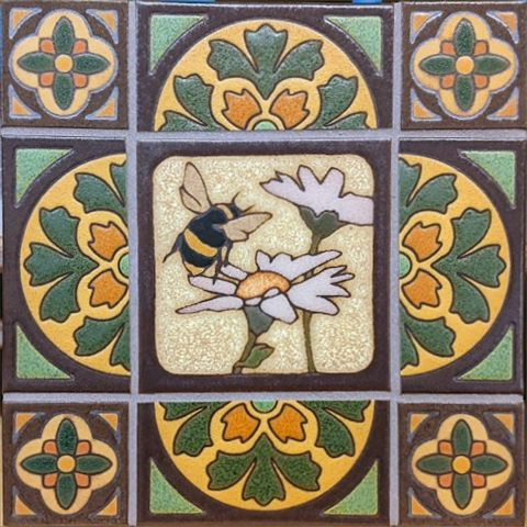 Bee with Cardiff Deco border